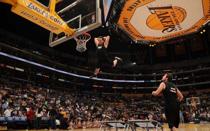 Lakers Welcome TNT Dunk Squad